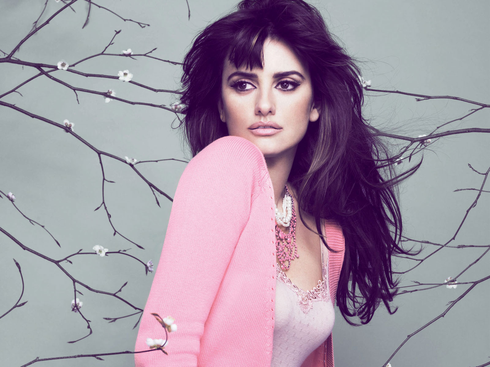 penelope-cruz-with-pink-dress